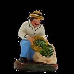 Homme aux olives à genoux 4cm